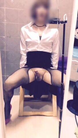 大鸡美妖穿着丝袜制服家中自拍扮女人直播